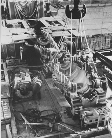 Монтаж первой турбины мощностью 300 МВт на Литовской ГРЭС, 1967-1968 гг.